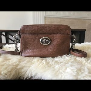 BNWT!! Coach Turnlock Camera Bag